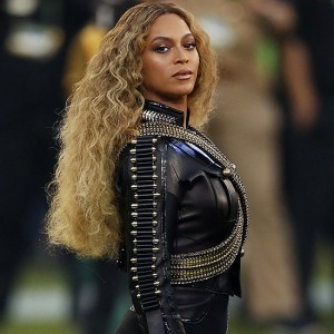 Beyonce at the 2016 Super Bowl 5o, performing with Coldplay and Bruno Mars. Photo courtesy of popsugar.co.uk