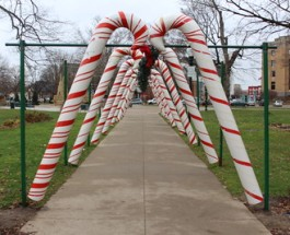 Bronson Parks candy cane lane attracts locals for holiday season
