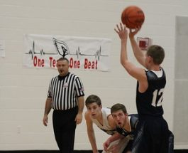 Boys' varsity basketball closes season in game against Lakeview